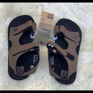 NWT Reef Grom Stomper - Size 4/5